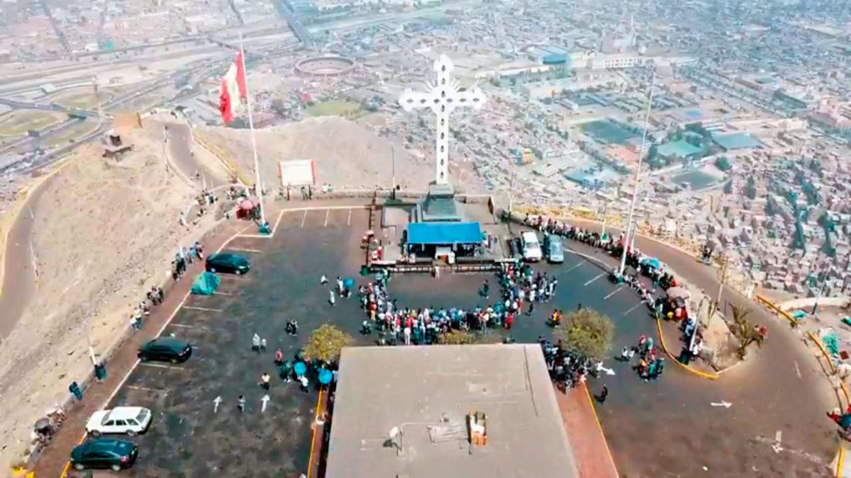 Peregrinación hacia la Cruz del Cerro San Cristóbal