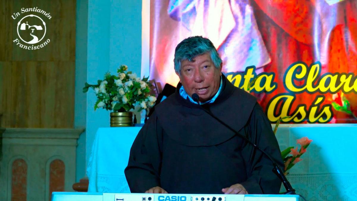 Fray Antonio le canta a San Francisco y Santa Clara de Asís