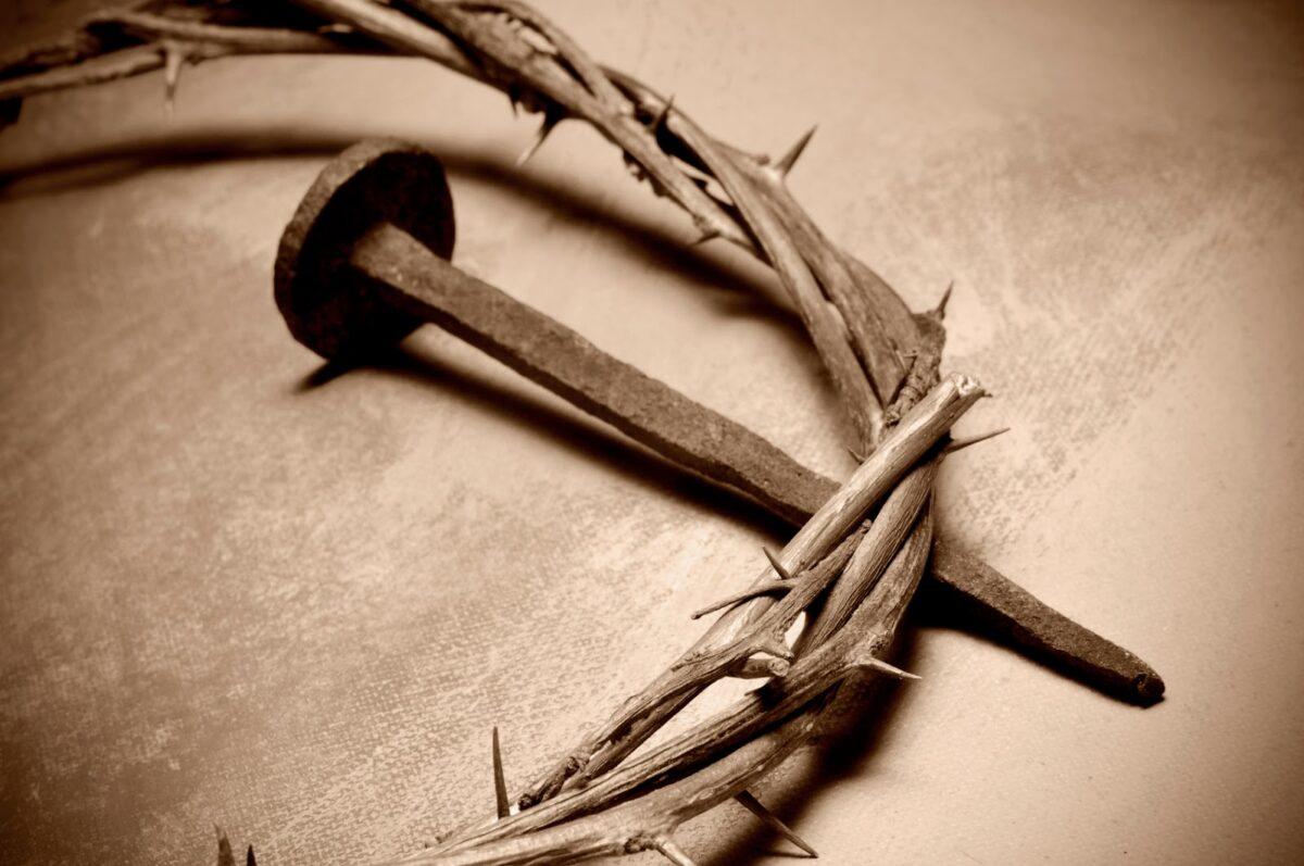 La corona de espinas, el látigo, los clavos, la lanza, la caña con vinagre…